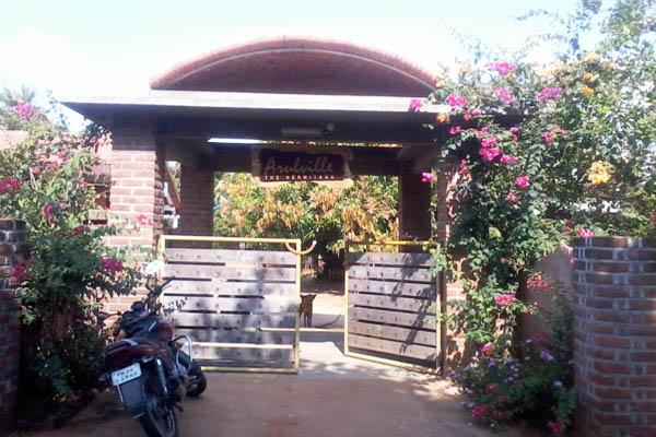 Exposed Bricks Arch Roof Auroshivas Good Earth Institute